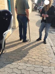 En person med en hederlig gammal käpp