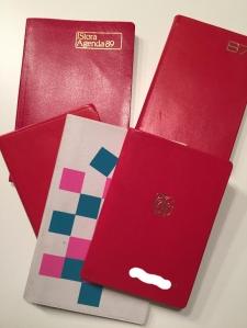 Fem dagböcker. Mitt namn maskerat på en av dem.