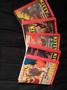 Fem Kitty-böcker som är lästa många gånger.