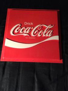 Snyggt snodd Coca-cola som prydde min vägg i många år.